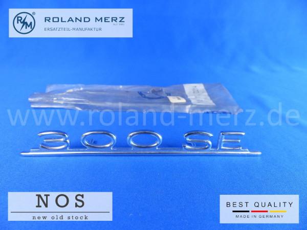 112 817 02 14 Typenkennzeichen innen an Armaturenbrett Mercedes 300 SE, original Neuteil/NOS