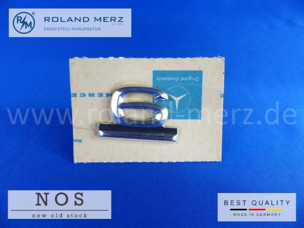 114 810 01 69 Schild 6 Zylinder auf Heckdeckel für Mercedes 230.6 original Neuteil/NOS